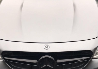 Image of a front UK 4D number plate on a grey Mercedes vehicle.